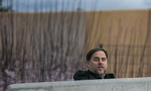 Oriol Junqueras salede la cárcel de Lledoners, en uno de sus últimos permisos penitenciarios para trabajar en la Universitat de Vic de Manresa antes del estado de alarma, el pasado 3 de marzo.