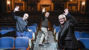 De izquierda a derecha, Paco Mir, Carles Sans y Joan Gràcia, en el Coliseum donde Tricicle se despidecon 'Hits'.