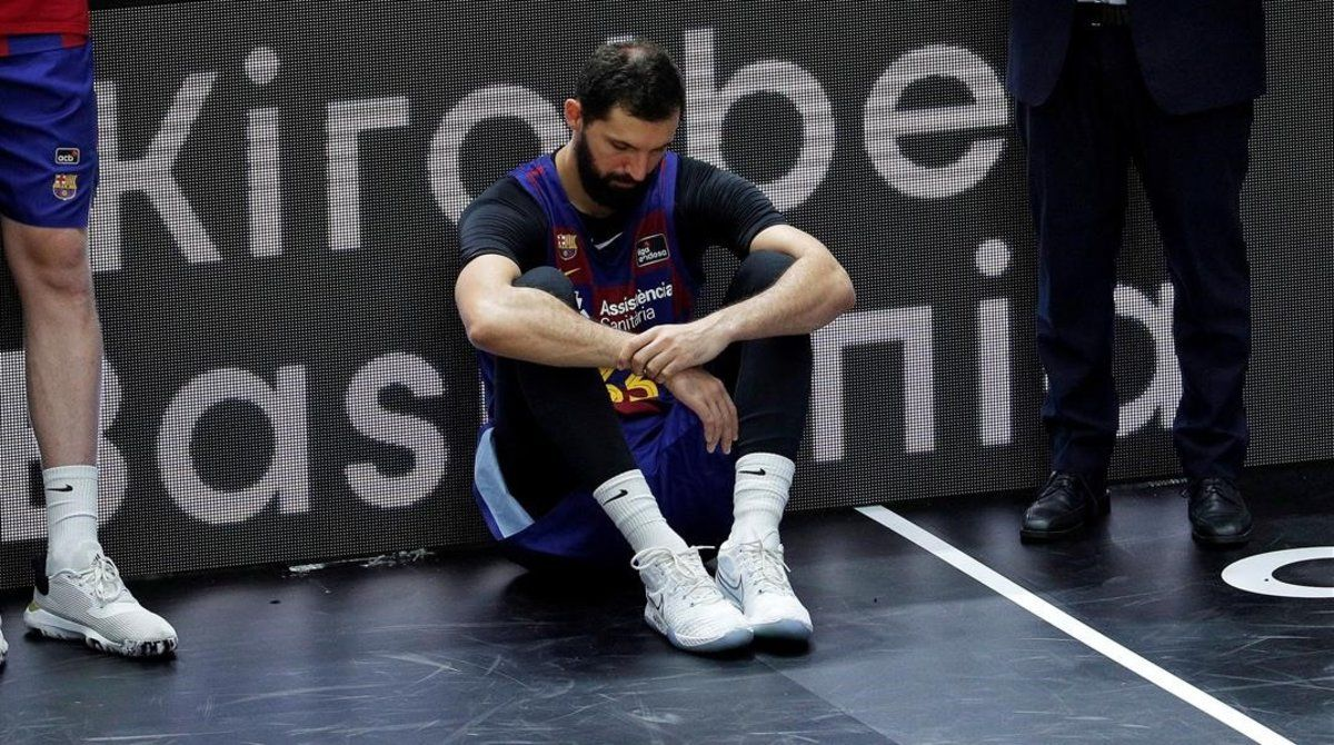 Nikola Mirotic, desolado tras perder la Liga.