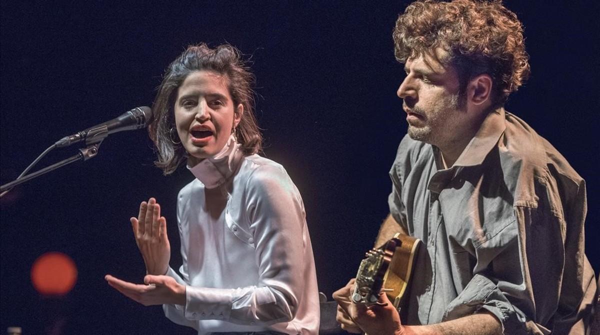 Maria Arnal y Marcel Bagés, en el concierto que ofrecieron en la sala Apolo.