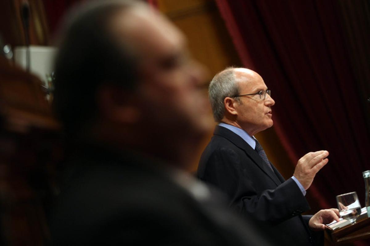 José Montilla, durante su intervención en el Parlament, esta mañana.