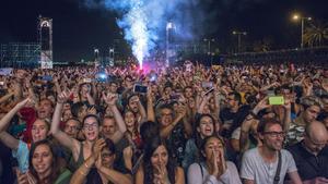 Público en el concierto de Sopa de Cabra en las fiestas de la Mercè del 2017.