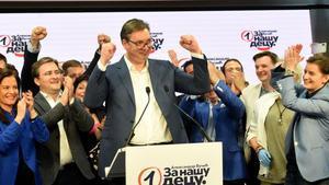 Aleksandar Vucic celebra los resultados electorales.
