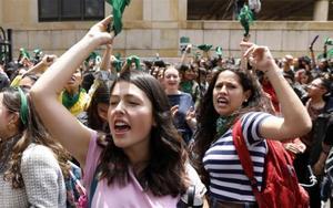 Mujeres protestan en Colombia para la legalización del aborto.