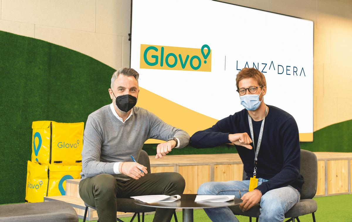 El director general de Lanzadera, Javier Jiménez (izquierda), y el consejero delegado de Glovo, Óscar Pierre (derecha).