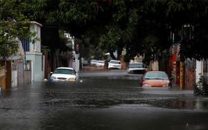 Inundaciones en Puerto Rico porpaso de la tormenta tropical Isaías.