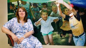 Amelia López, la coordinadora de los programas educativos de Aldeas Infantiles SOS, en la sede barcelonesa de la oenegé.