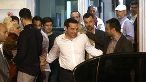 Tsipras abandona el domingo la sede de su partido Syriza en Atenas.