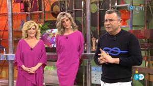 Jorge Javier junto a Lydia Lozano y Josep Ferre caracterizado como la periodistaen 'Sálvame'