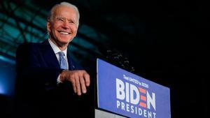 El exvicepresidente de Estados Unidos Joe Biden ganó este martes las primarias demócratas en Florida, Illinois y Arizona, con lo que amplía su ventaja frente al izquierdista Bernie Sanders en una jornada electoral marcada por el coronavirus.
