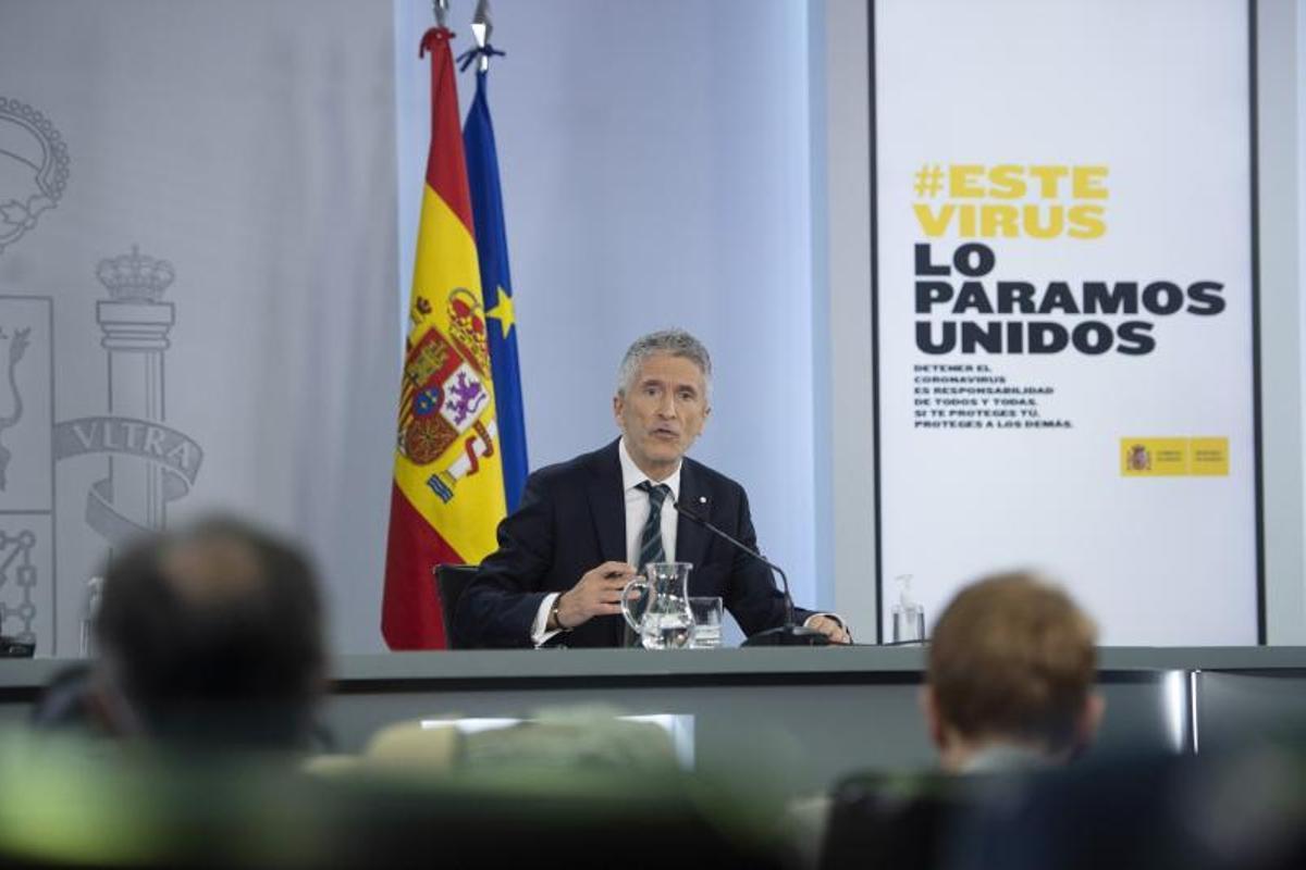 El titular del Interior, Fernando Grande-Marlaska, en la rueda de prensa posterior al Consejo de Ministros de este 18 de mayo, en la Moncloa.