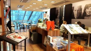 Imagen de una librería en Reikiavik.