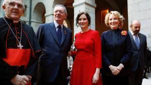 La presidenta madrileña (c)junto a los expresidentes de Madrid Alberto Galardón (i) y Esperanza Aguirre (d).