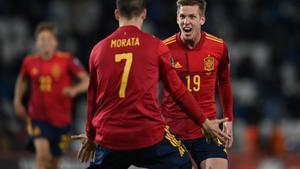 Dani Olmo y Morata celebran el gol de la victoria de España en Georgia.