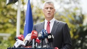 El presidente de la República de Kosovo anuncia su dimisión ante la prensa