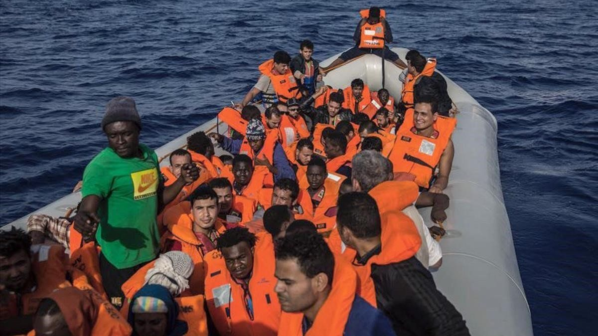 Fotografia de un rescate de Open Arms frente a las costas de Libia.