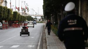 Un policía, en las calles de Túnez, el pasado 1 de abril.